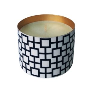 Scented Porcelain Candle With Copper Lining - Blonde Cedar Wood.